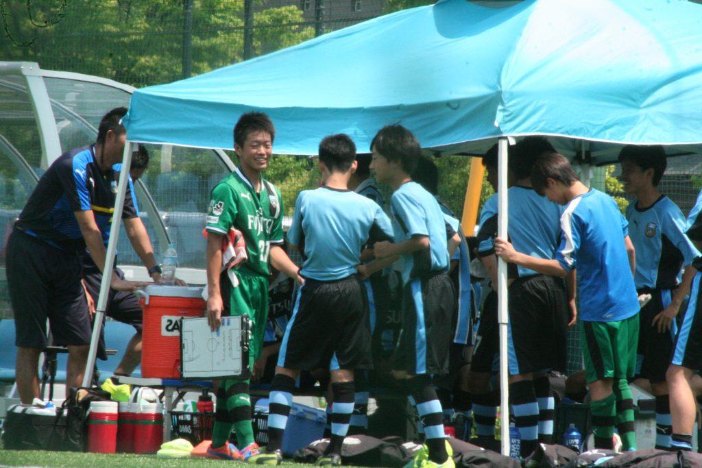 試合前の選手たち。GK川合我空選手は初めての先発