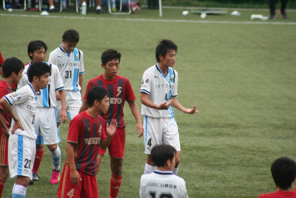 最後は伊従啓太郎選手を前線に上げてゴールを狙う