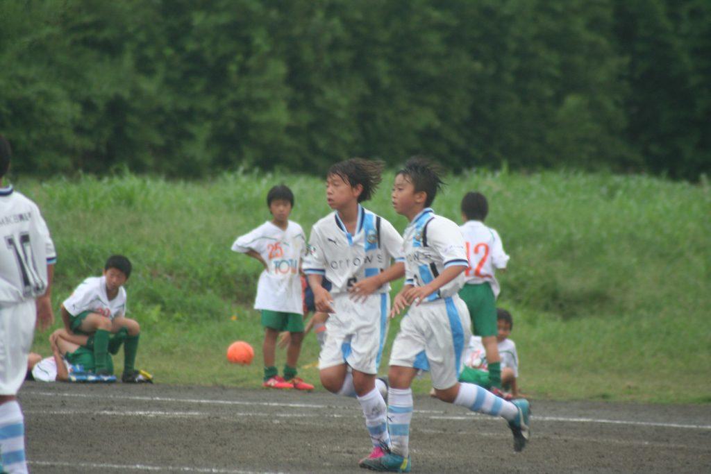 塩澤延有選手を起点に松尾凛久選手が前半は2ゴール
