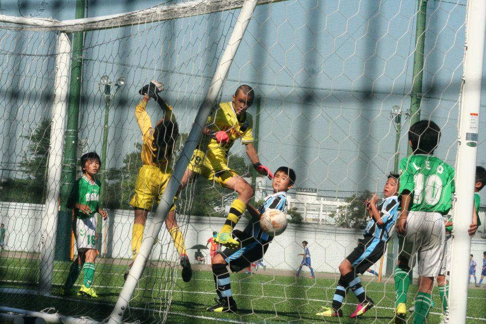 コーナーキックでは長田澪選手もゴールを狙う