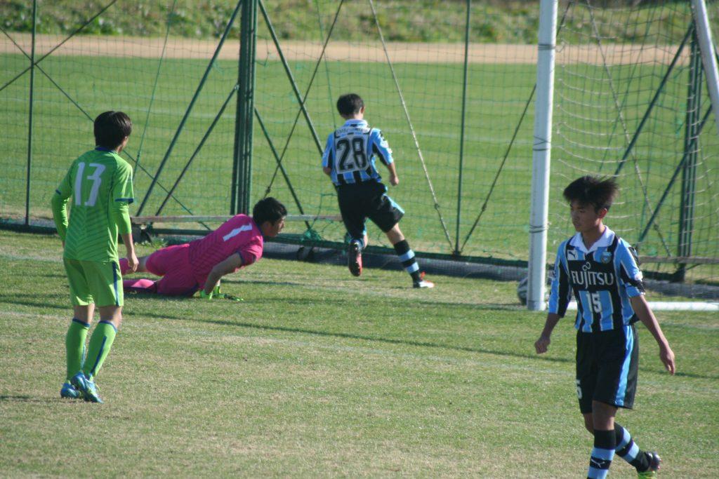 こぼれ球に詰めて浅倉廉選手がゴールを決める