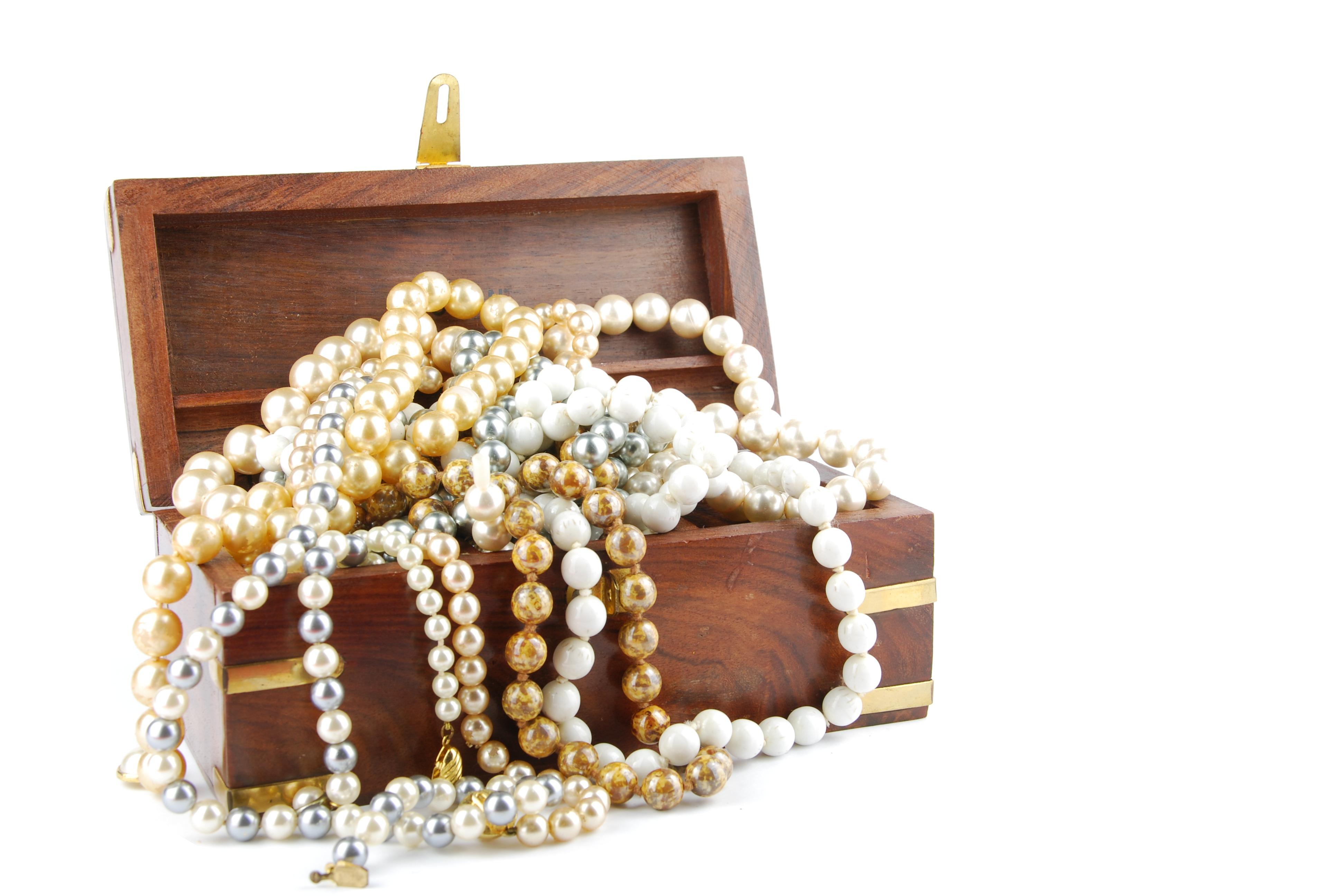 Jumbled jewelry box