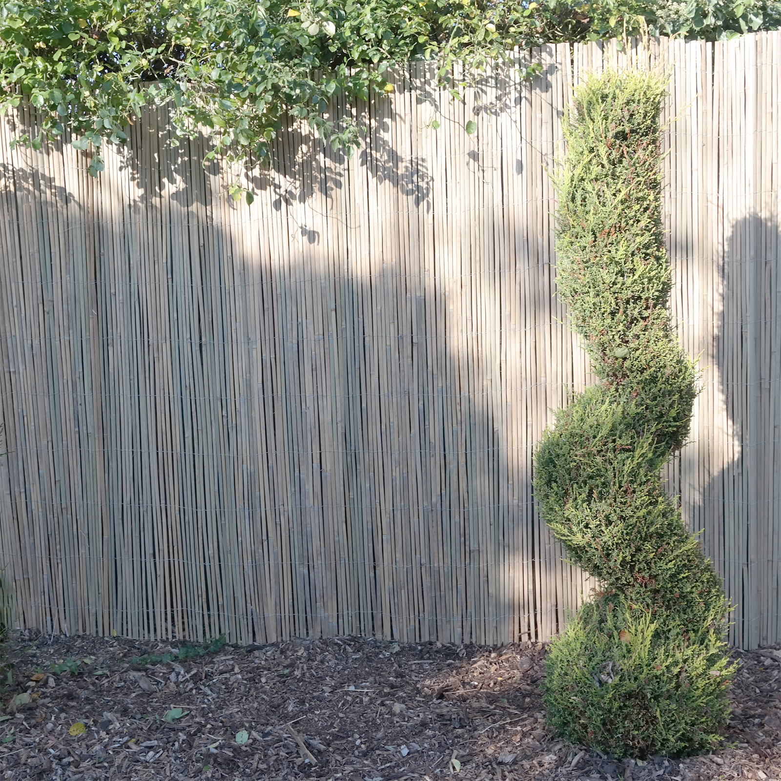 Picture of: Bamboo Slat Garden Divider Screening Border Outdoor Fencing Panels 4m Long Rolls Ebay