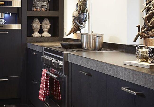 Zwarte keuken inspiratie keukenstudio maassluis
