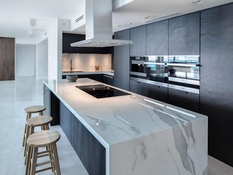 Marmeren plaat voor in de keuken: marmer aanrechtbladen. marmer