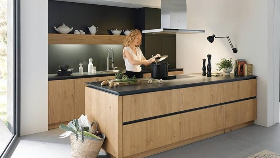 Houten Keukens Aanbieding : Houten keukens op maat keukenstudio maassluis