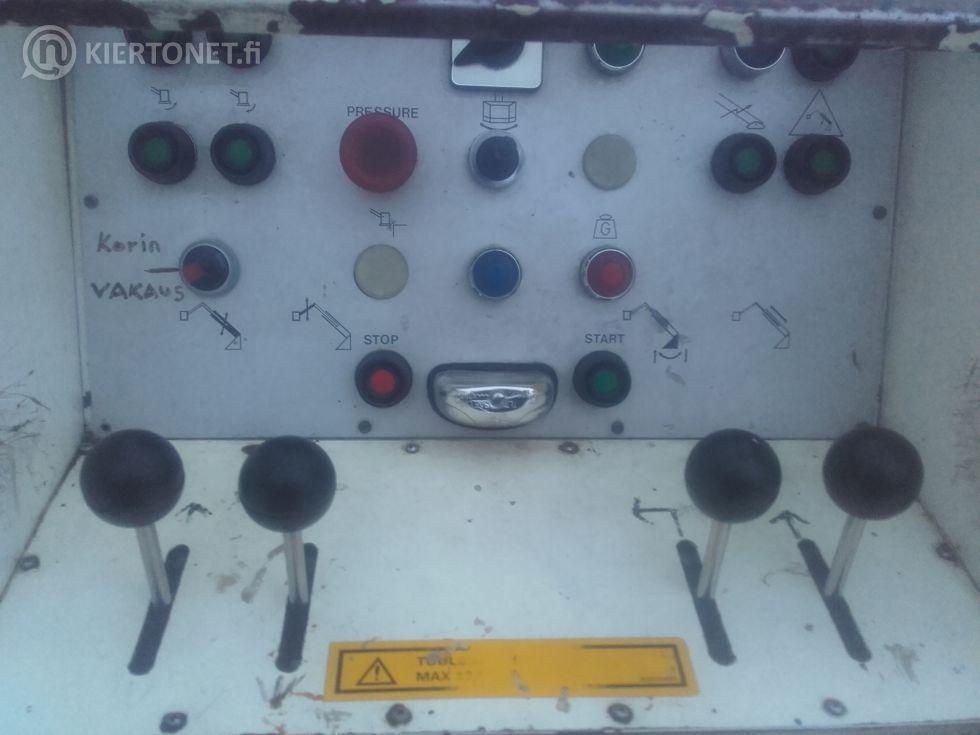 Scania P82 Puomitikas Bronto Skylift 22-2T1