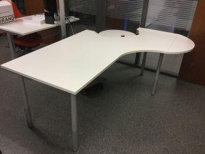Valkoinen työpöytä