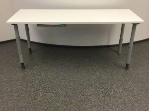 Valkoinen pöytä