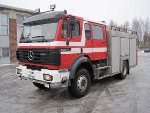 Mercedes-Benz 1824 AK-4X4/390 - sammutusauto, ajettu vain 31 tkm