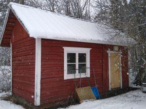 Myydään vanha saunarakennus purettavaksi ja poissiirrettäväksi