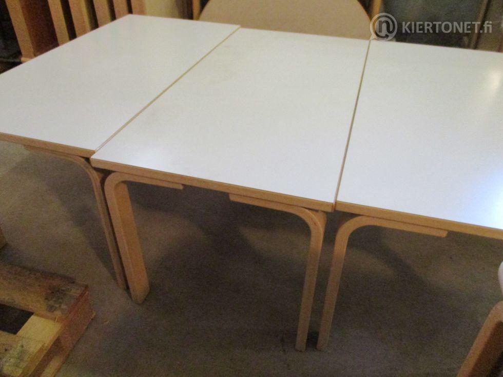 Päiväkodin käytöstä poistettuja pöytiä 3 kpl