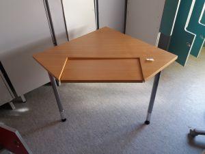 Tietokonepöytä, kulma