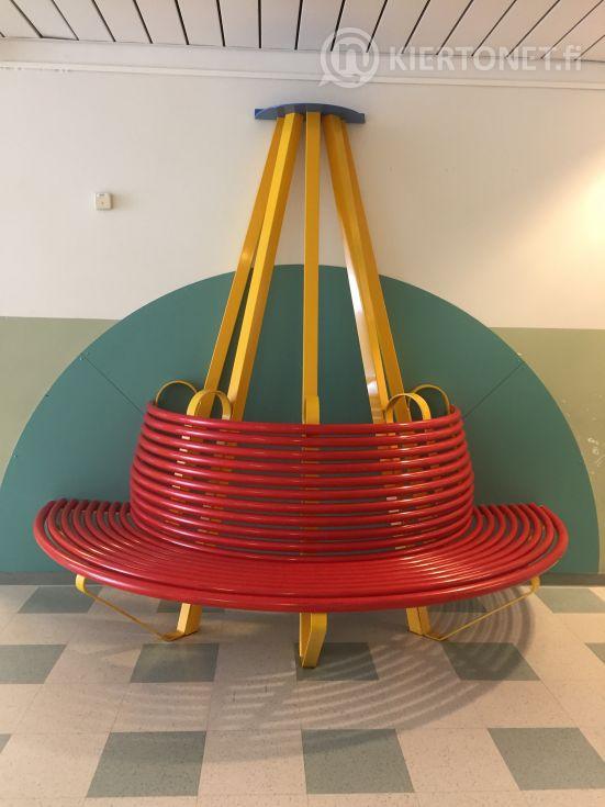 Puolipyöreä istuinpenkki, metallia - nro 2