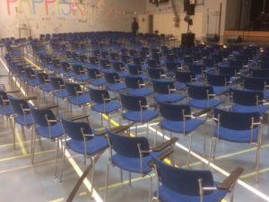 Juhlasalin tuoleja noin 50 kpl - erä 6