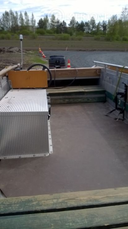 Buster-vene, traileri ja perämoottori