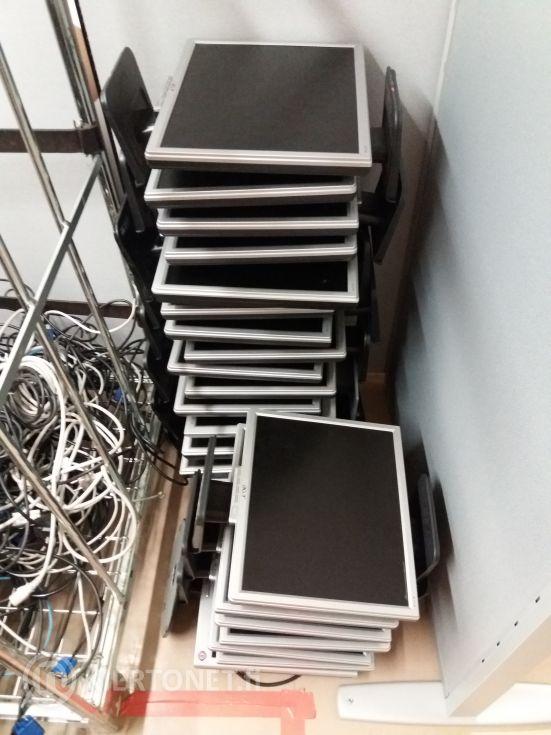 HP Compaq 8000 Elite pöytätietokoneita ja näyttöjä