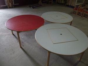 Lasten pöytiä