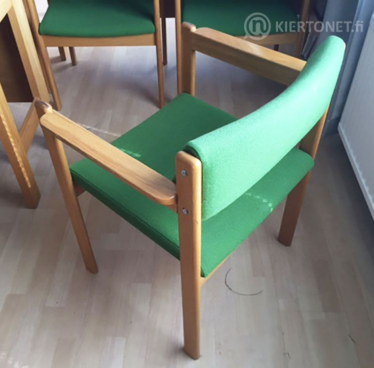 Käsinojallisia tuoleja