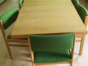 18 kpl tuoleja.