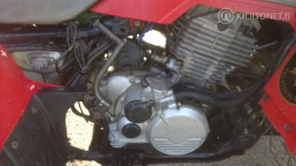 Mönkijä Honda 350 trx pigred 4x4