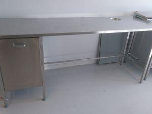 Rosteripöytä vetolaatikostolla L200