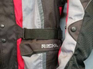 MP varusteet: Rican musta takki (ei kuvassa) , XL-koko  (nro 15)