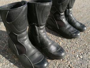 MP varusteet: kengät 44-koko (nro 13)