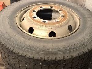 kuorma-auton renkaat vanteineen