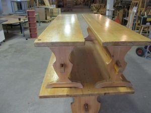 Pirtinpöytä ja penkit