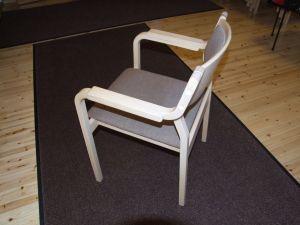 Käsinojallisia tuoleja 8 kpl