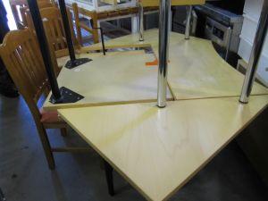 Konttoripöytä
