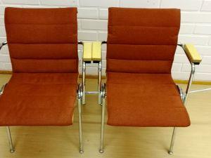 15 käsinojallista pehmustettua tuolia
