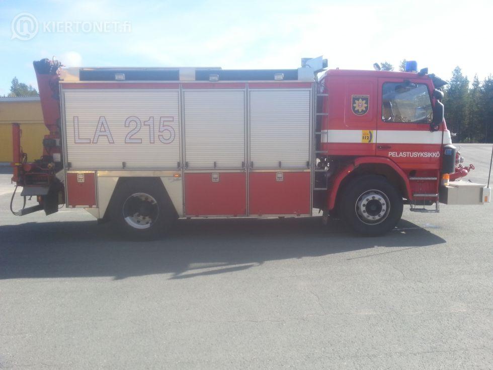 SCANIA pelastusauto vm 1996 EFFER 9600 nosturilla