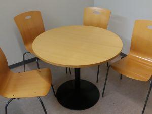 Pyöreä pöytä + 4kpl tuoleja