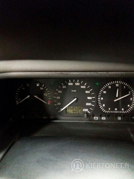 VW Caravelle 2,4 bensa