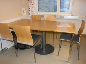 Neuvottelupöytä + 5 tuolia - nro 26