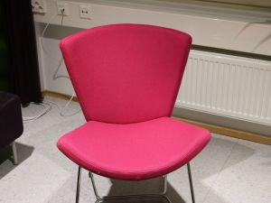 Vaaleanpunainen tuoli - nro 101