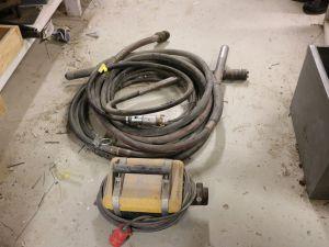 Konekäyttöinen ja paineilmakäyttöinen betonivibra