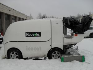 Myydään akkukäyttöinen jäänhoitokone ICECAT B220 / sisältää varaosakoneen
