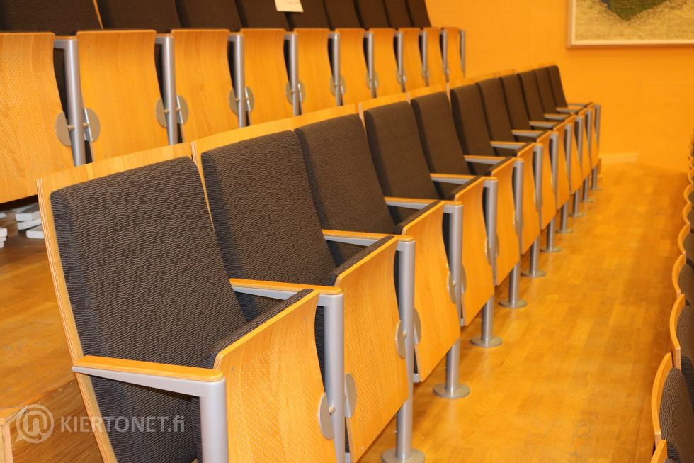 Valtuustosalin tuoleja, 11 istuimen ryhmä - nro 5