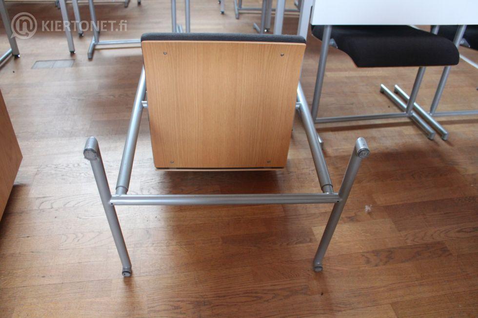 Valtuustosalin pöytä + 2 kpl tuoleja - nro 109