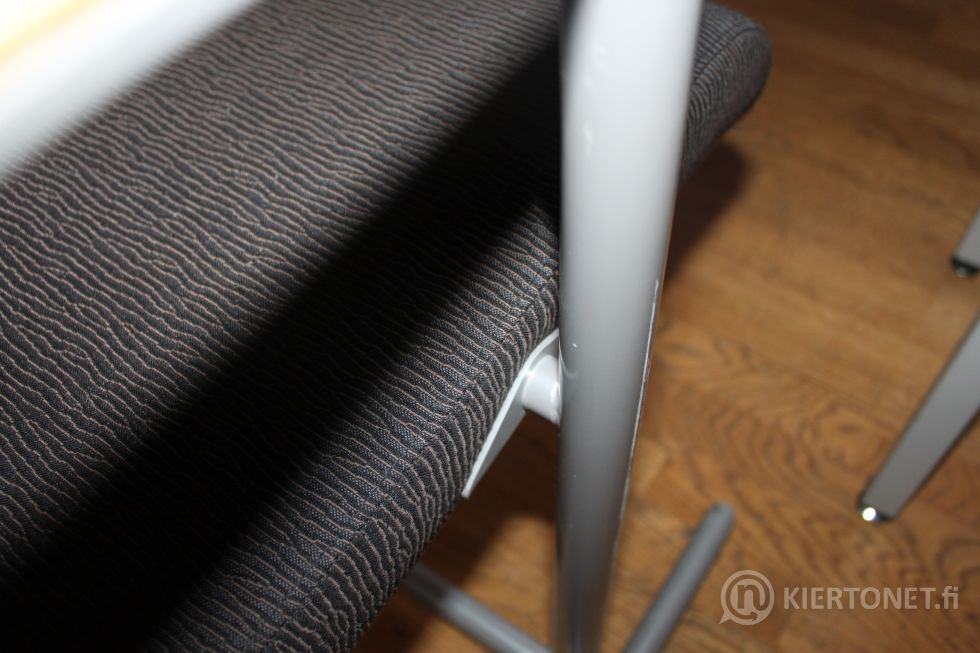 Valtuustosalin pöytä + 2 kpl tuoleja - nro 111