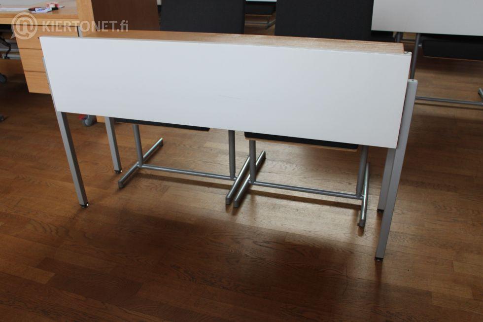 Valtuustosalin pöytä + 2 kpl tuoleja - nro 112