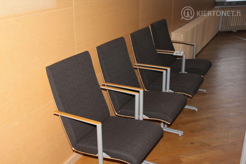 Valtuustosalin tuoleja 4 kpl