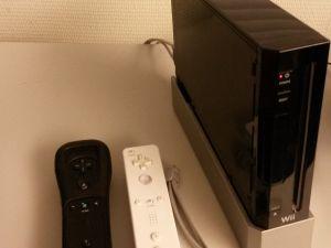 Nintendo Wii + 14 peliä + läjä tarvikkeita.