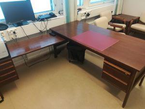 Johtavan kappalaisen työpöytä