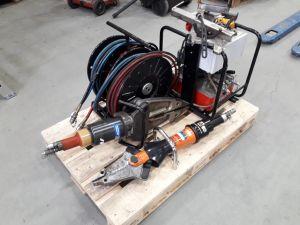 HYDR'AM pelastusvälinesarja ja Holmatro yhdistelmätyökalu