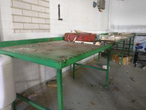Metallinen työpöytä