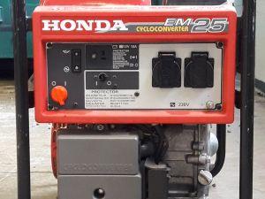 Honda EM25 bensiinikäyttöinen aggregaatti.